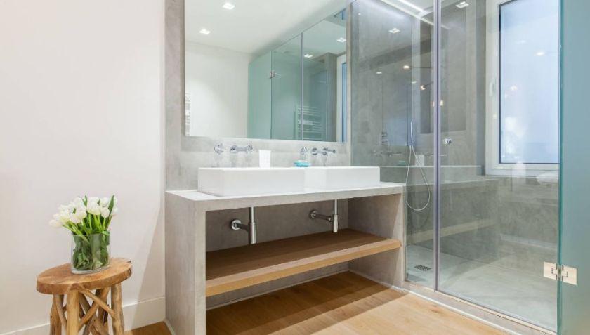 Mantener limpia la mampara de ducha