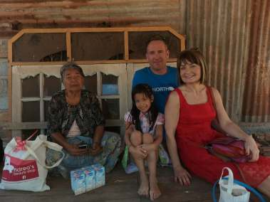 volunteers with Mundo Exchange