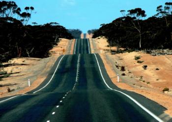 Foto gump do dia: A maior estrada reta da Austrália