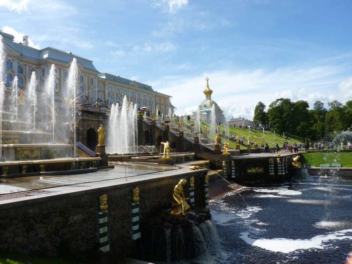 Peterhof com água 01 São Petersburgo Rússia Mundo Indefinido