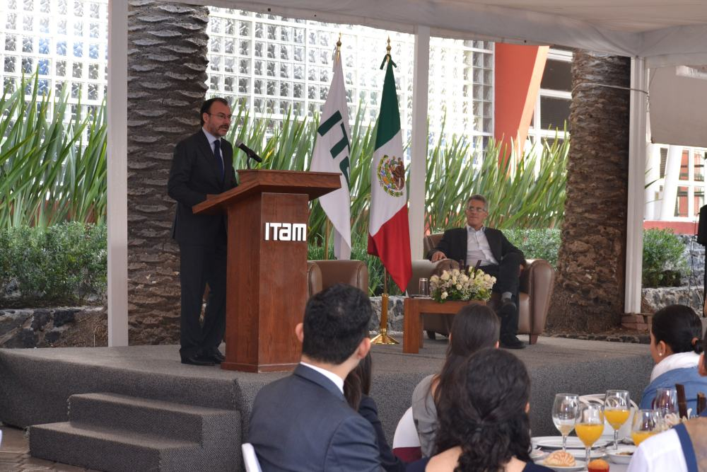 Luis Videgaray y el Dr. Alejandro Hernández. FOTO: ITAM