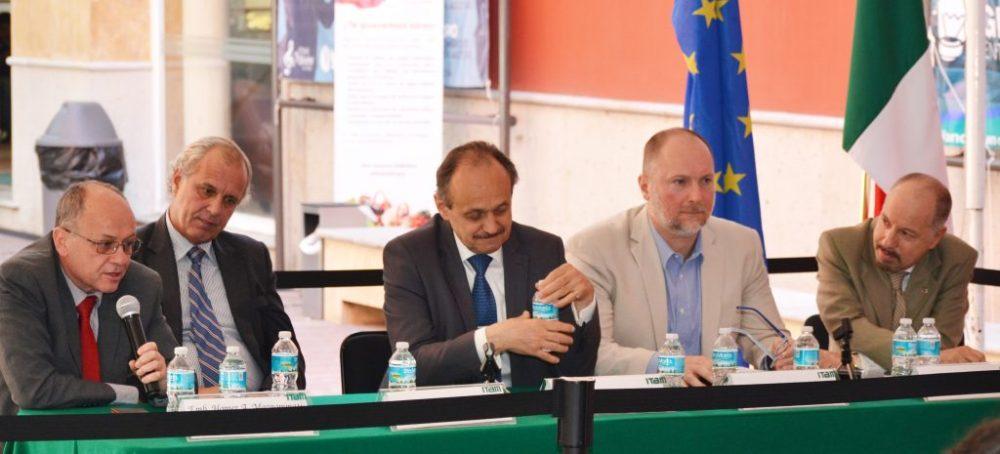 Emb. Homer Mavrommatis, Emb. Jorge Roza de Oliveira, Emb. Klaus Ridischhauser, Emb. Iván Medveczky y Dr. Stéphan Sberro en la Conferencia Internacional sobre el Día de la Unión Europea. Foto: ITAM.