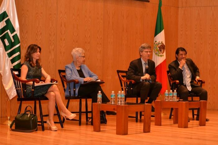 Natalia Saltalamacchia, Olga Pellicer, Jeffrey Sachs y Cristopher Ballinas