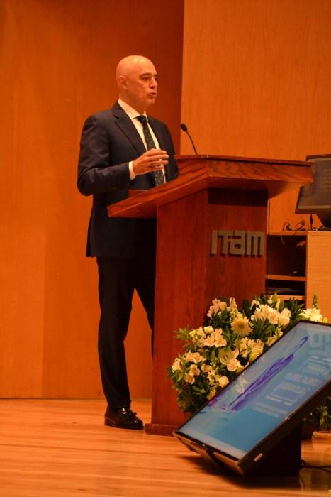 Dr. Arturo Fernández