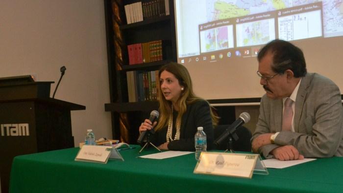 Dra. Valeria Zepeda explicando los efectos sociales de la Paz de Versalles. FOTO: ITAM