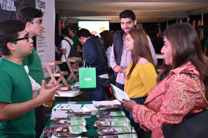Los alumnos de Asistencia Preuniversitaria dieron información sobre los planes de estudios. FOTO: ITAM