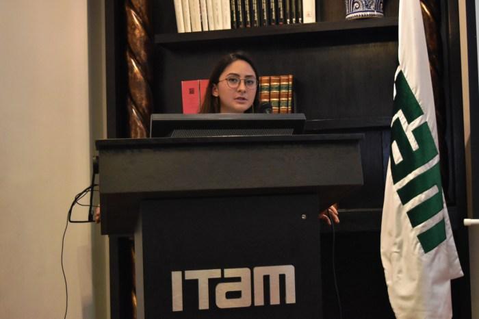 """Mariana Solano impartió la conferencia de """"Feminicidios en México"""". FOTO: ITAM"""