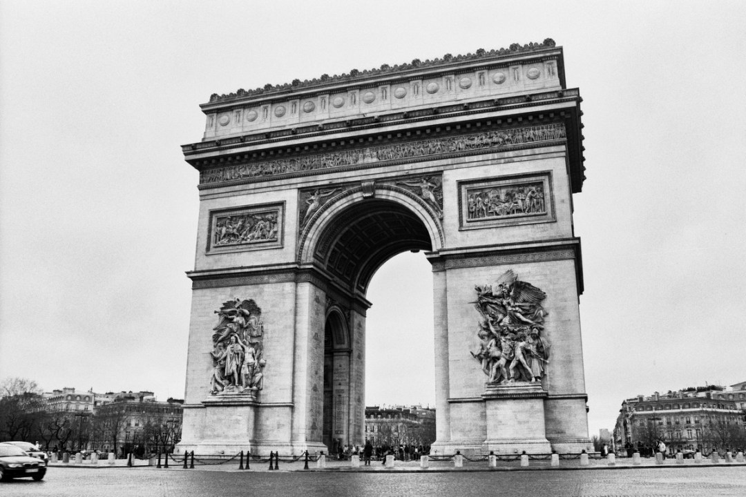 Arc de Triomphe - Canon EOS500N - Ilford HP5