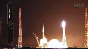 Flota de OVNIs sobrevolando el cohete ruso Soyuz-FG