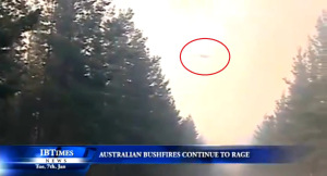 OVNIs con forma clásica durante clima extremo, Australia 01 2013