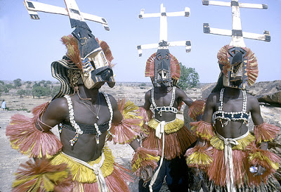 ¿Grabación de OVNI cerca del sol se refiere a la tribu Dogón de África?