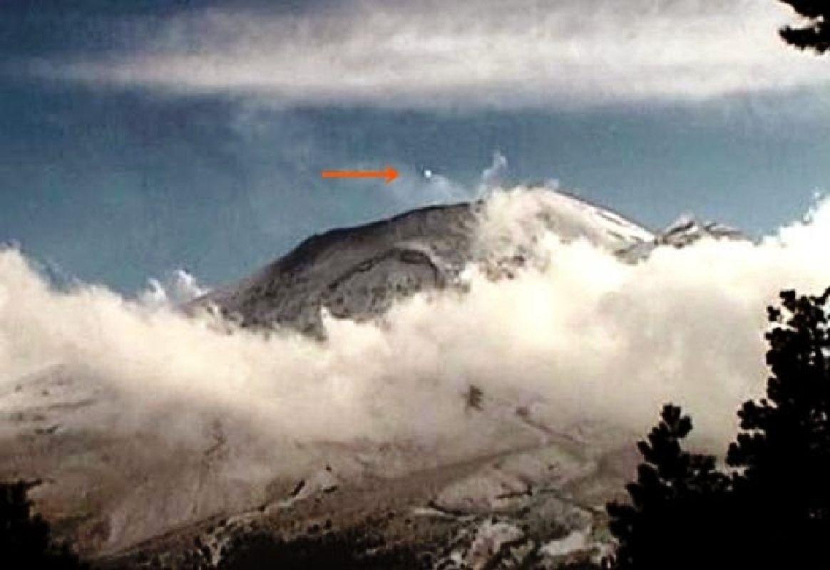 OVNI sale del volcán Popocatépetl el 28 de diciembre 2014