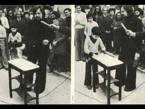 La mesa que Levitaba sola en Nulles, España