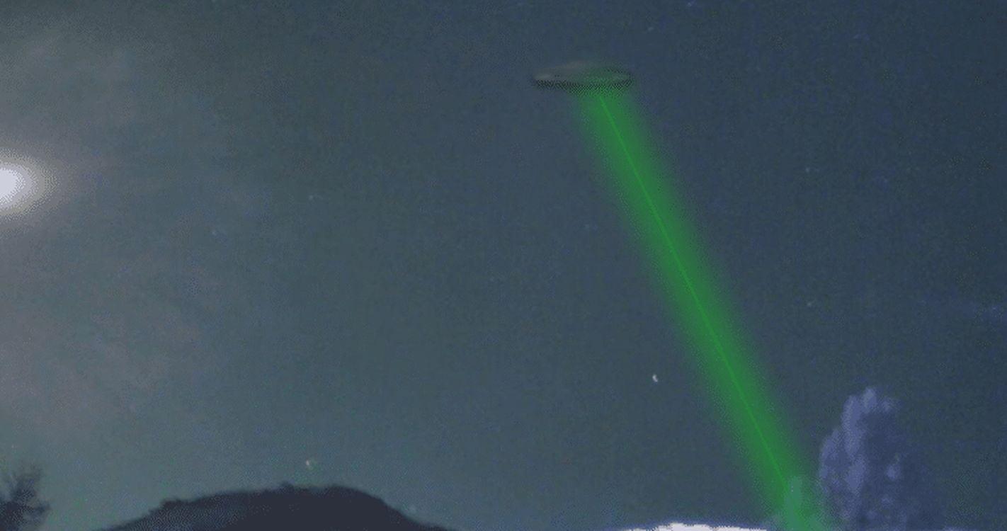 OVNI realiza una increíble maniobra evasiva con un puntero láser