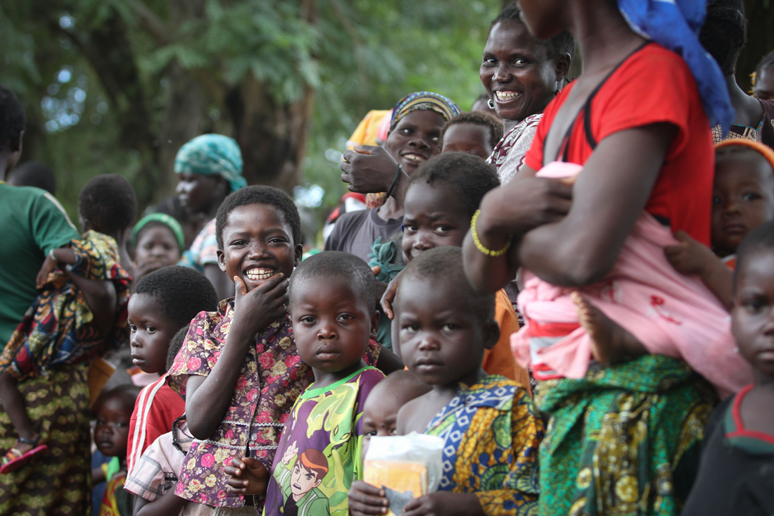 This preventive vaccination campaign is the largest ever launched by MSF in CAR, and one of the first in the world to protect children under five years against so many diseases. Cette campagne de vaccination préventive est la plus importante jamais lancée par MSF en République Centrafricaine, et l'une des premières au monde visant à protéger les enfants de moins de cinq ans contre autant de maladies.