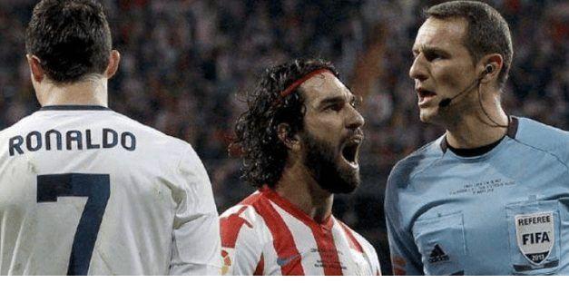 """Carlos Clos Gómez: """"La afición y el entorno futbolístico tienen un comportamiento muy hostil hacia el arbitraje"""""""