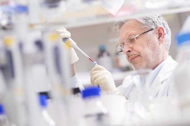 5 científicos que experimentaron consigo mismos