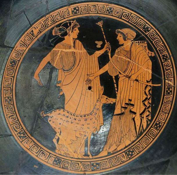 Apolo (izquierda) y Artemis ofrece en ático de figuras rojas taza