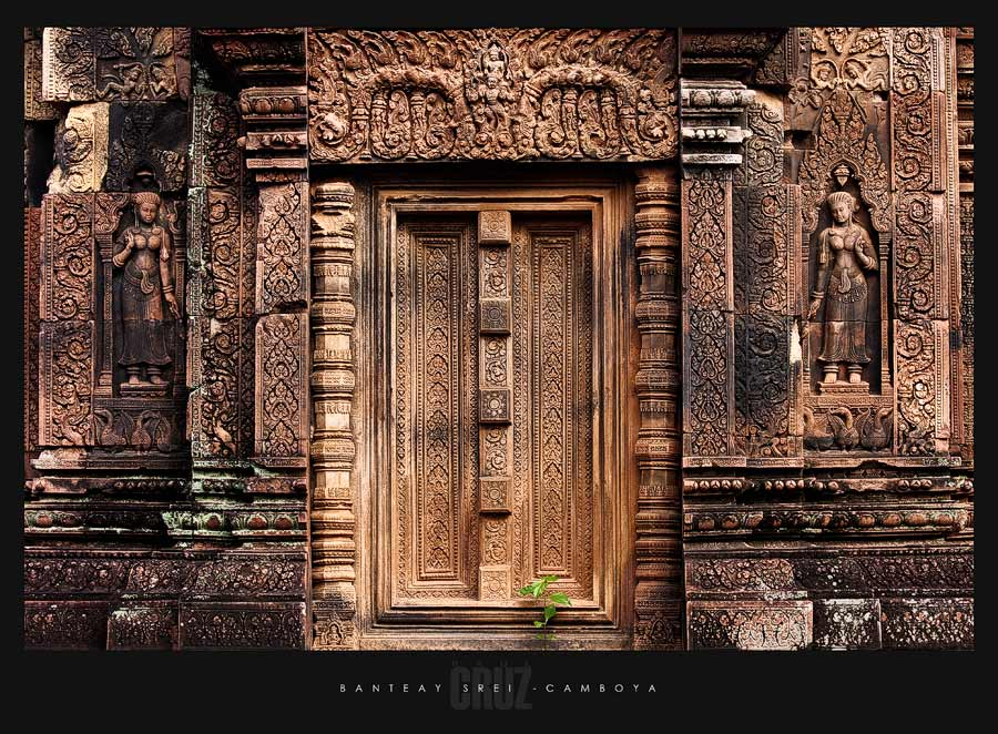 False door (for spirits) on the south tower. Banteay Srei 7