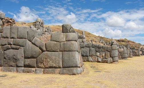 Mampostería poligonal ciclópeo en Sacsayhuamán en Perú