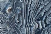 """La NASA revela una extraña imagen """"deformada"""" de la superficie marciana"""