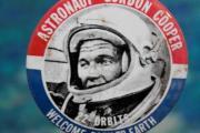 El astronauta Gordon Cooper manifestó haber VISTO cientos de OVNIS antes de MORIR