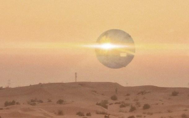 Extraño OVNI ESFÉRICO descubierto por agentes de policía en el desierto de Arizona - EE. UU.!