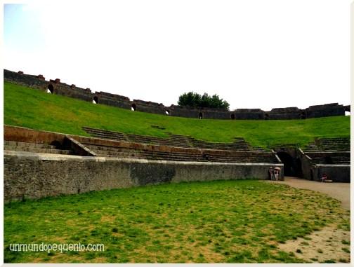 anfiteatro en ruinas de la antigua pompeya