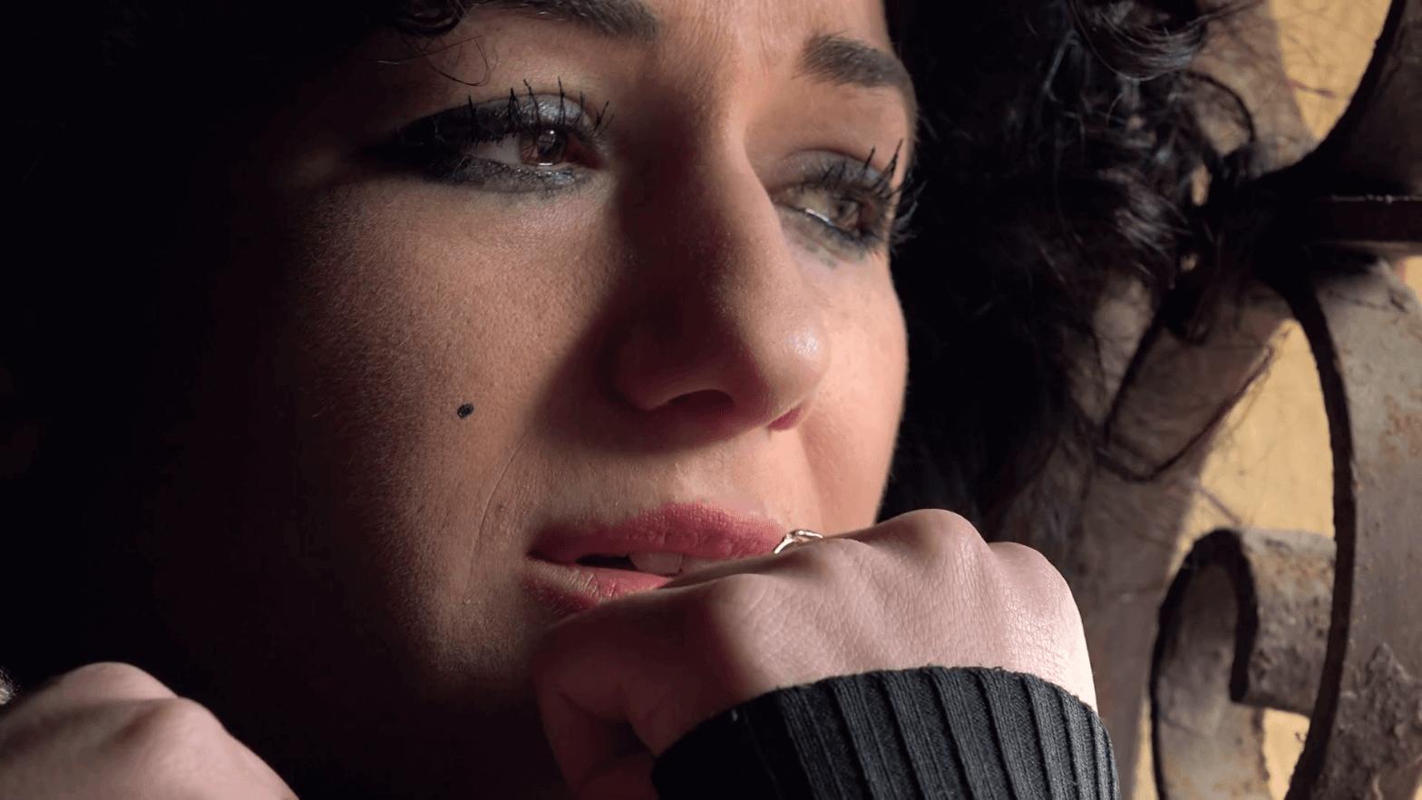 menina chorando tumblr