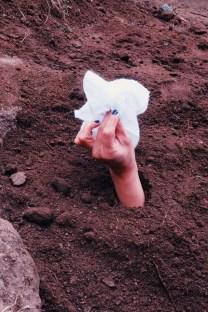 Eli Neira: La cueca enterrada (Fotoperformance, casAcción 2017-2018)