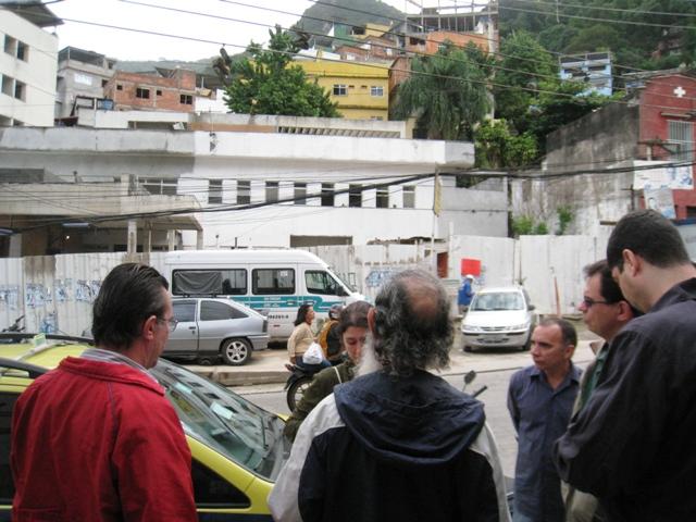 City Councilman Reimont visits Rocinha to hear complaints about PAC I