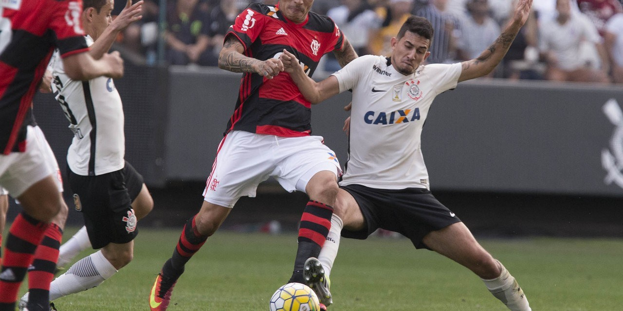 Após bom primeiro tempo, Flamengo sofre apagão e é goleado pelo Corinthians
