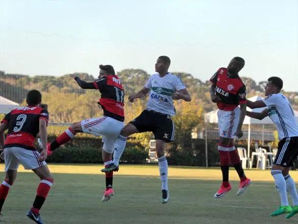 Flamengo é superado pelo Coritiba na estreia do Brasileirão Sub-20