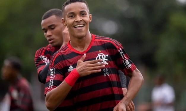 """""""É o próximo no palco dos projetos de estrelas do Flamengo"""", diz Marca sobre Lázaro"""