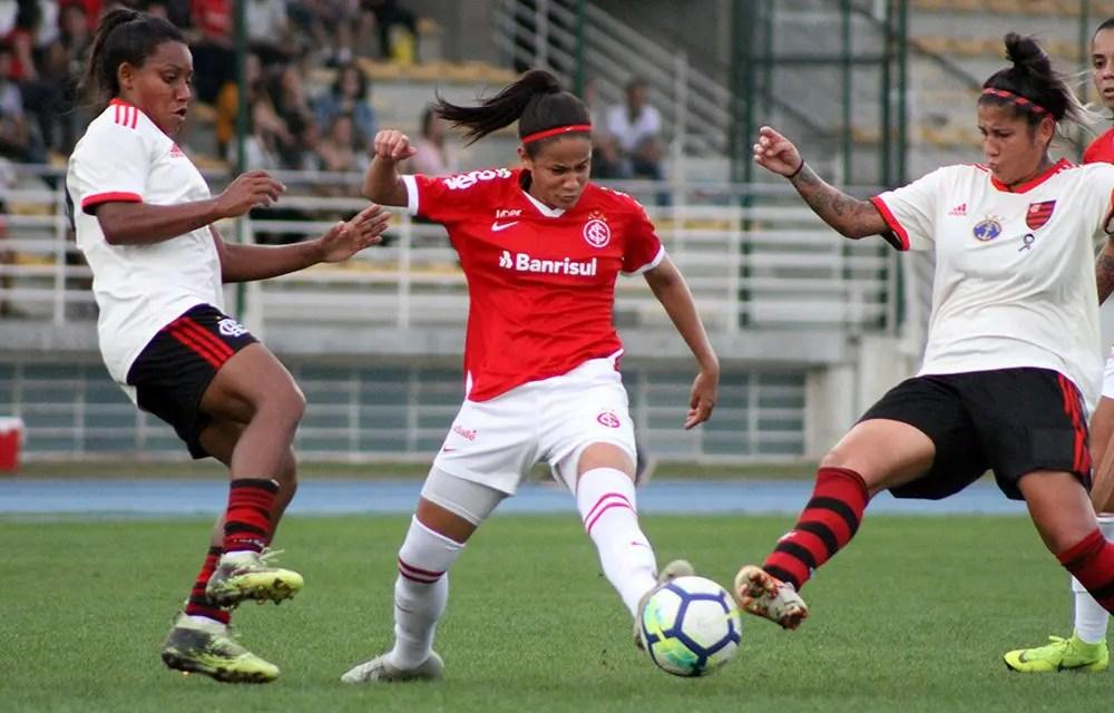 Com doblete de Gaby, Flamengo vence Internacional no Brasileiro Feminino