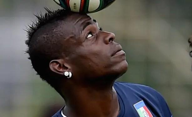 Assim como com Gabigol, corretor de imóveis posta foto e indica acerto com Balotelli