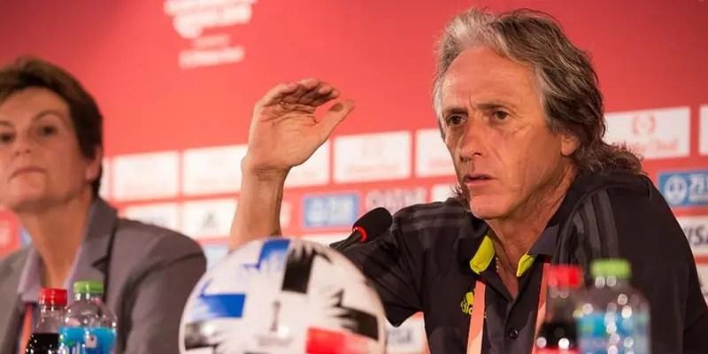 """Torcida do Benfica se mostra contra a chegada de Jorge Jesus: """"Cuspiu no prato que comeu"""""""
