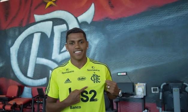Cantando música da torcida e emocionado, Pedro Rocha concede primeira entrevista pelo Flamengo