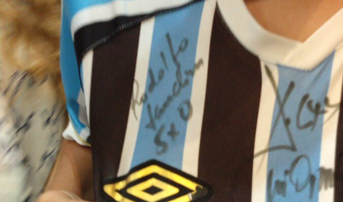 "Landim debocha de torcedor do grêmio em autógrafo: ""5 x 0"""