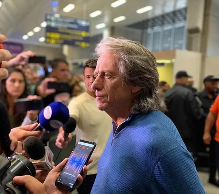 De volta ao Brasil, Jesus diz que 'não vai haver problema' para renovar