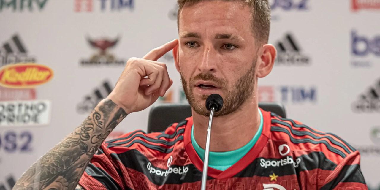 "Léo Pereira exalta Flamengo e cutuca Athletico: ""Salto na carreira"""