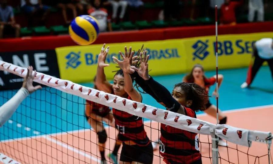Flamengo leva virada do Fluminense, mas permanece na elite da Superliga Feminina