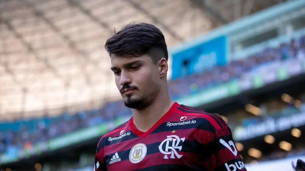 Saída de bola coloca Thuler como quarta opção no Flamengo