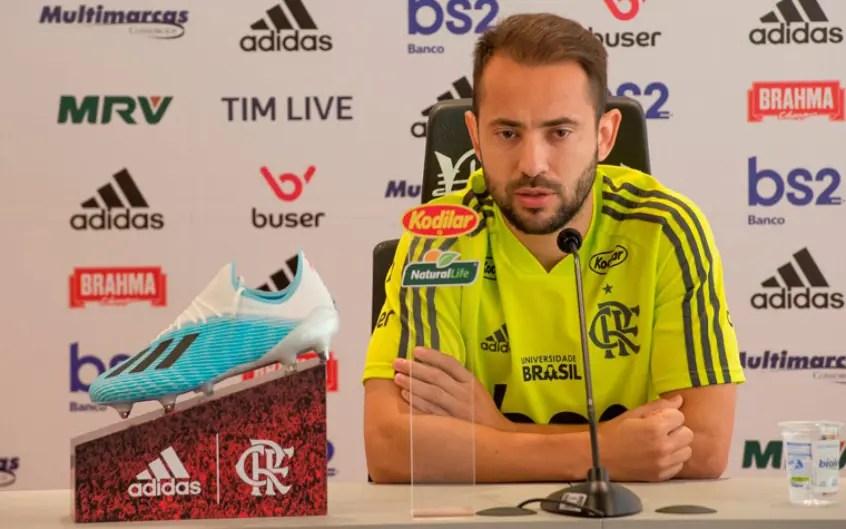 Coletiva com Everton Ribeiro na FlaTV: Queremos voltar na hora certa