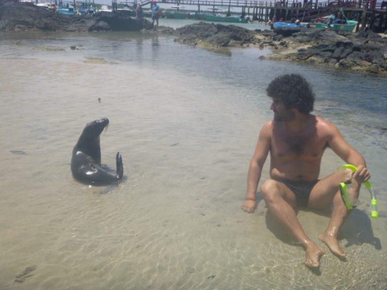 Com um lobo marinho em Galápagos