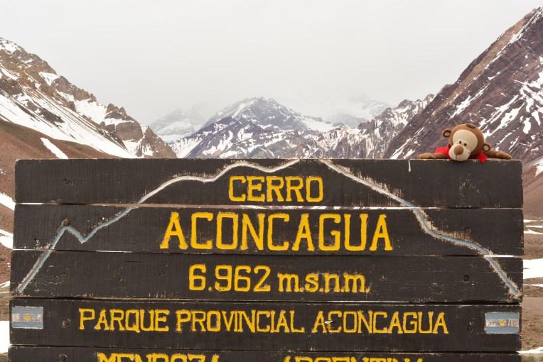 Mucuvinha no mirante do Aconcágua, pico mais alto da América