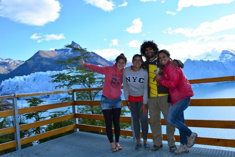 No glacial Perito Moreno com o pessoal que nos levou de carona!
