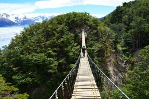 """No caminho para o acampamento Paso, está esta Ponte """"Colgante"""". Quem tiver vertigem é melhor não olhar para baixo!"""