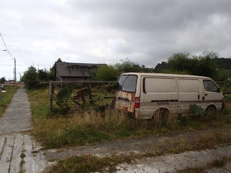 Carro abandonado em Chaitén