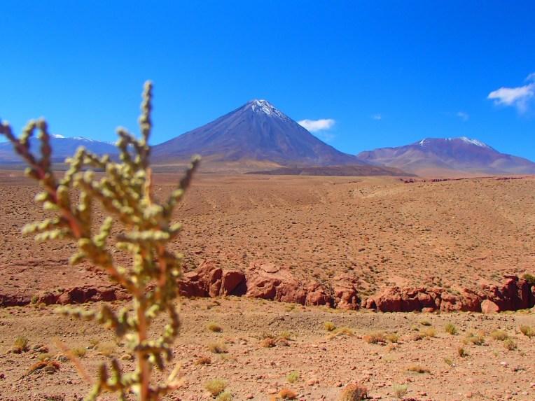 Vulcão Licancabur e Juriques, no Atacama